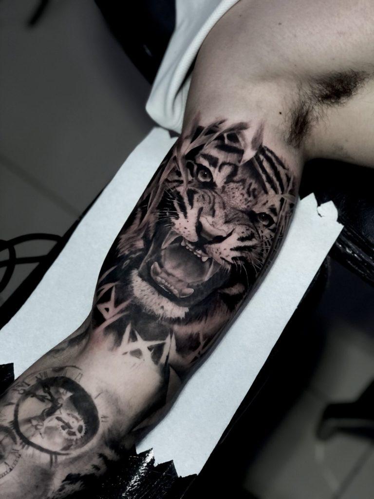 Foto de tatuagem feita por Leonardo Mafra (@gblacktattoo)