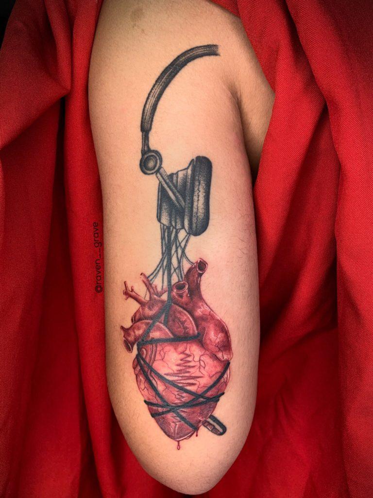 Foto de tatuagem feita por Raven (@raven__grave)