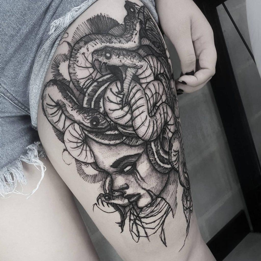 Foto de tatuagem feita por Brunno Kira (@brunnokira_art)